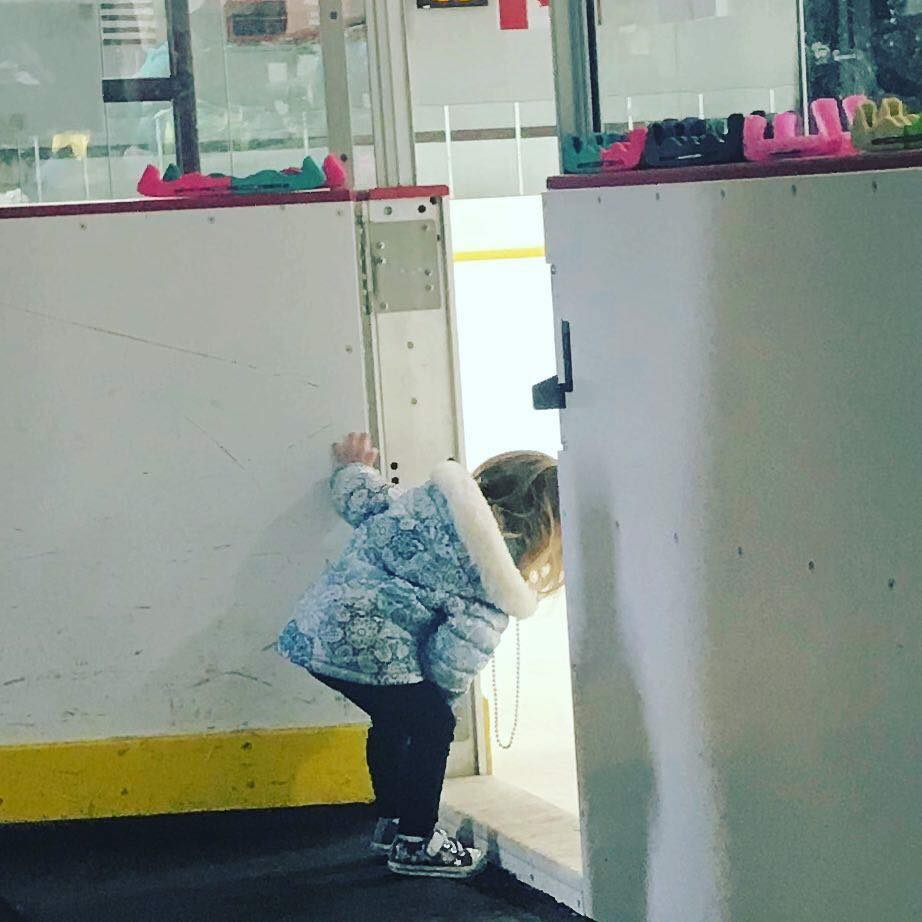 TinyTot peeks at the big kids on the big ice