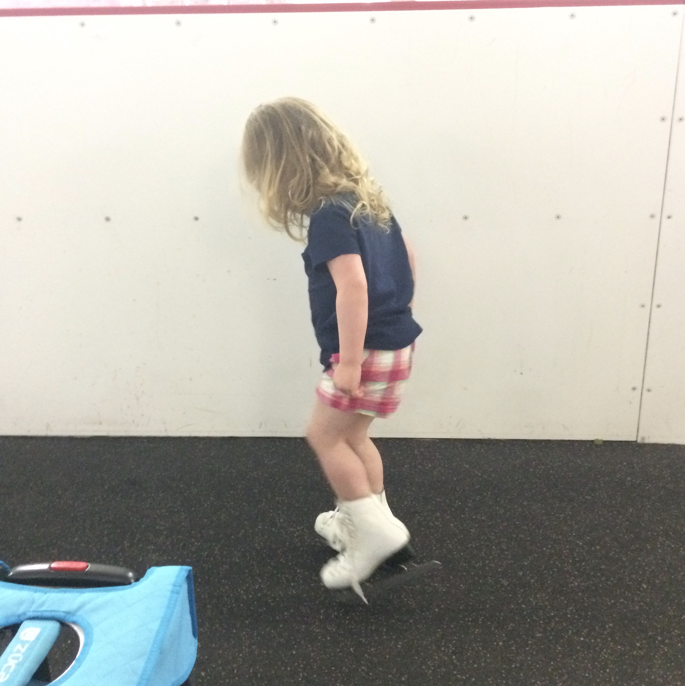 TinyTot tries on too big skates